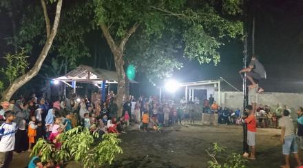 Perlombaan Panjat Pinang Dusun Ngentak