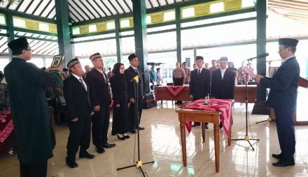 Pengambilan Sumpah Jabatan dan Pelantikan Pamong Desa Poncosari