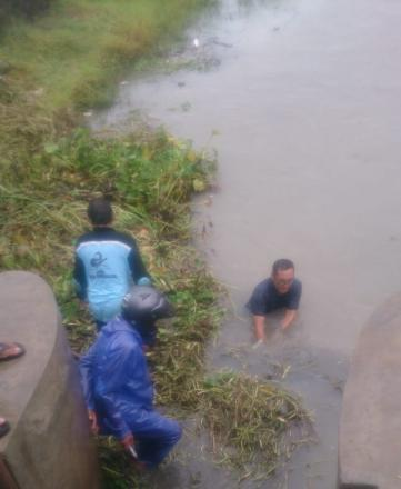 Pembersihan Pintu Sungai Klep Dusun Ngentak