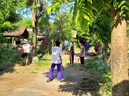 Giat Gotong Royong Kandang Kelompok Pandan Mulyo